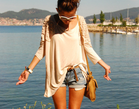 beach-girl-shades-shorts-summer-sunglasses
